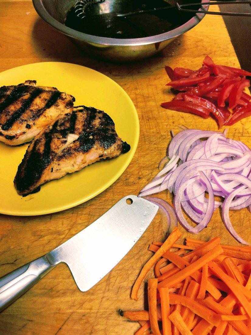 Grilled chicken with veggies